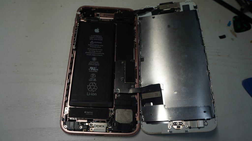 液晶割れ液晶漏れ 液晶パネル交換 iPhone7 3